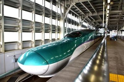北海道新幹線H5系H4編成(新青森駅にて)