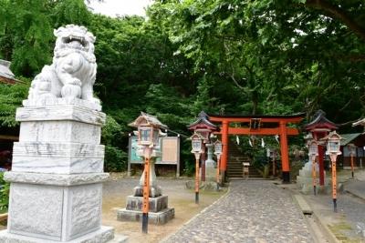拝殿に向かう階段  高山稲荷神社