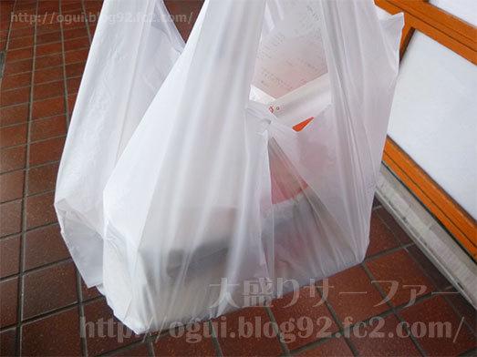 ズシッと重い弁当の買い物袋046