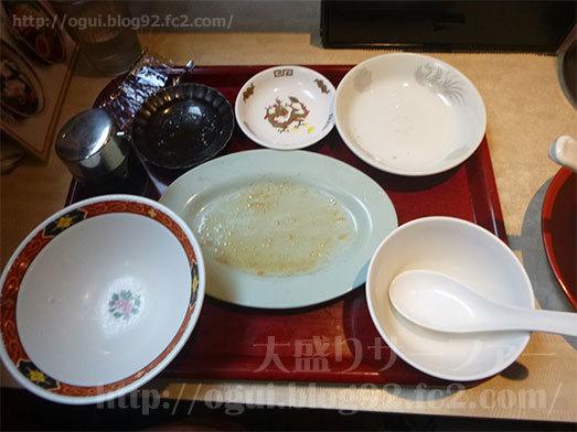 朝定食の彩り小皿定食を平らげる093