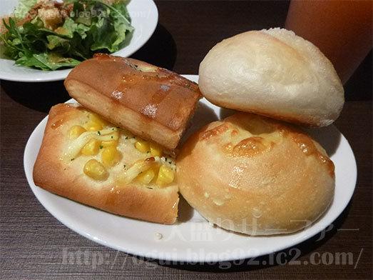 鎌倉パスタでパンを食べ放題099