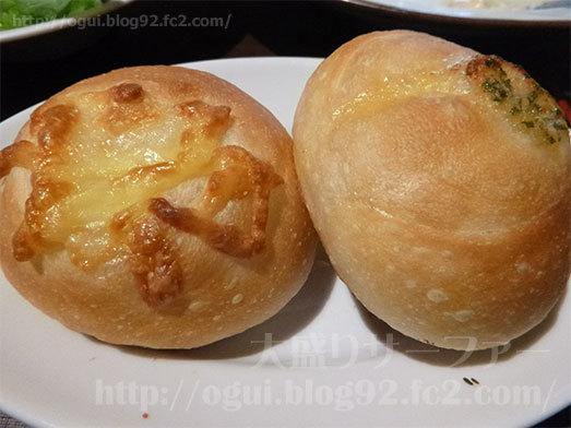 パン食べ放題でチーズボール2個106