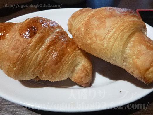 パン食べ放題のクロワッサン112