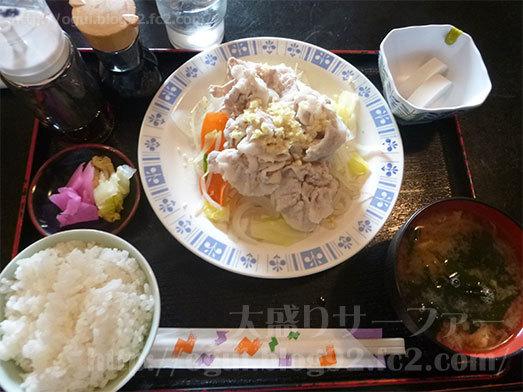 ライトピアの豚しゃぶ定食が配膳011