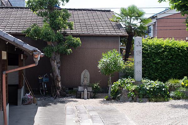 永弘院上野城石碑