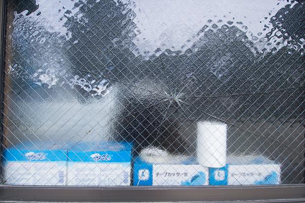 ひび割れた窓