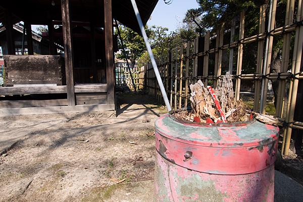 上小田井稲荷社折れた鳥居の土台