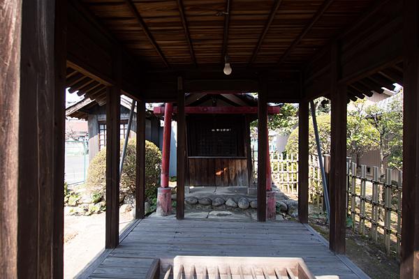 上小田井稲荷社拝殿