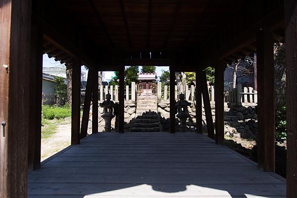 戸部下神明社拝殿から本社