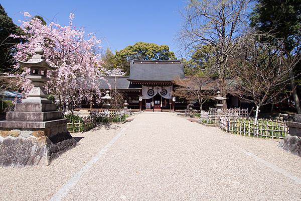 富部神社境内と祭文殿