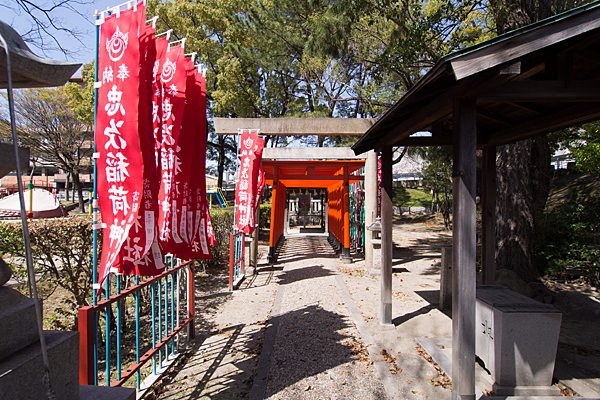 忠次稲荷神社参道と手水舎