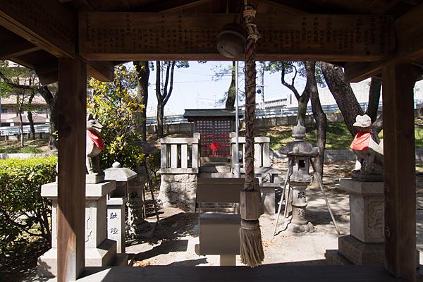 忠次稲荷神社拝殿から本社