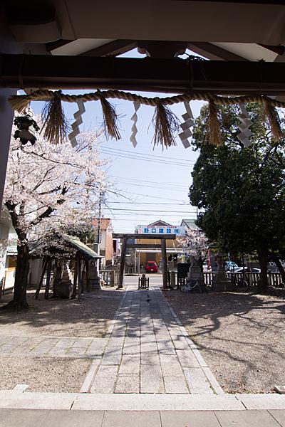 道徳山神社境内の風景