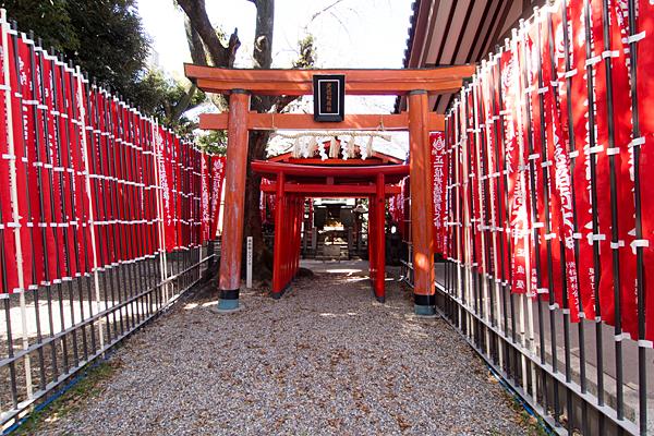 道徳山神社稲荷鳥居と幟