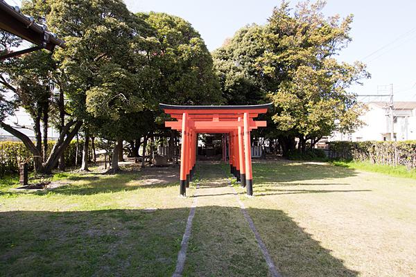 加福神明社参道と稲荷鳥居