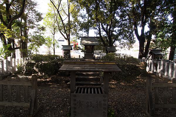加福神明社本社と末社