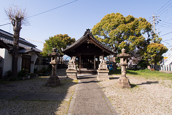 宝生神明社参道と拝殿