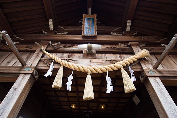 大生稲荷神社拝殿前と額