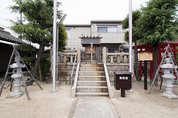 松水神社参道から本社