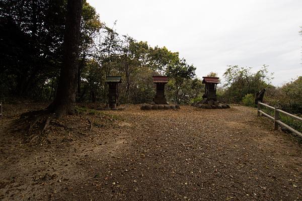齋山稲荷社奥の院境内と社