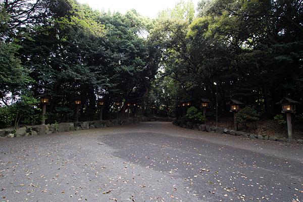 氷上姉子神社参道と灯籠