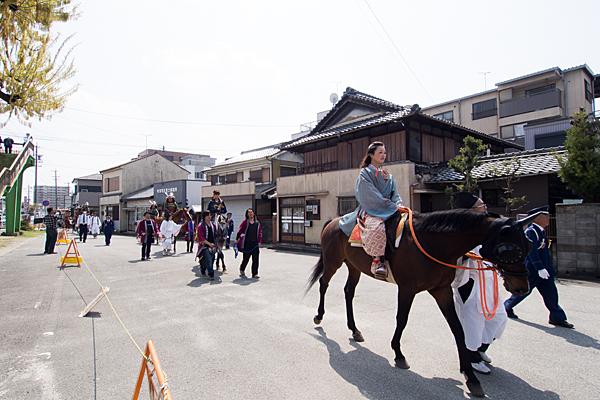 桃花祭乗馬の人
