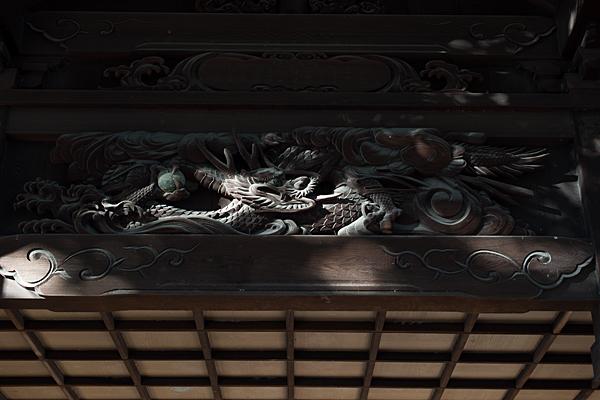 拝殿の彫り物