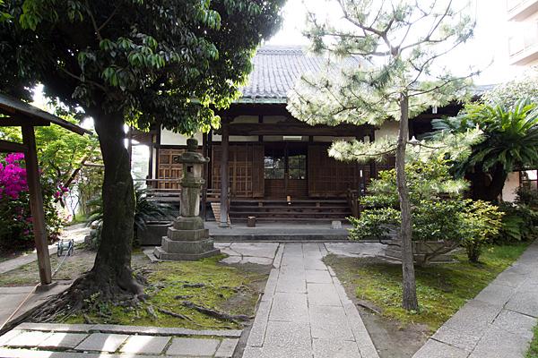 円福寺本堂前