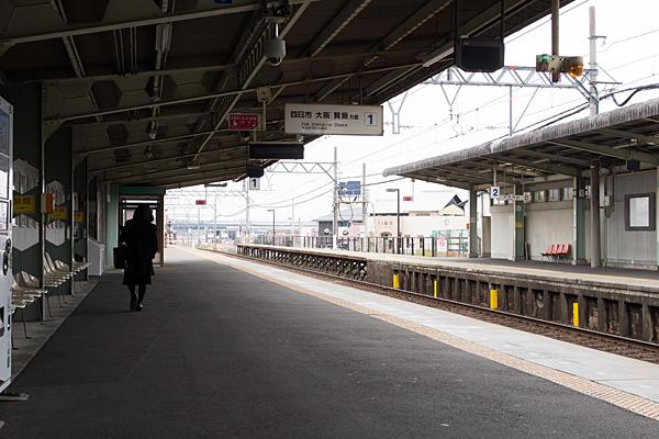 近鉄朝日駅ホーム