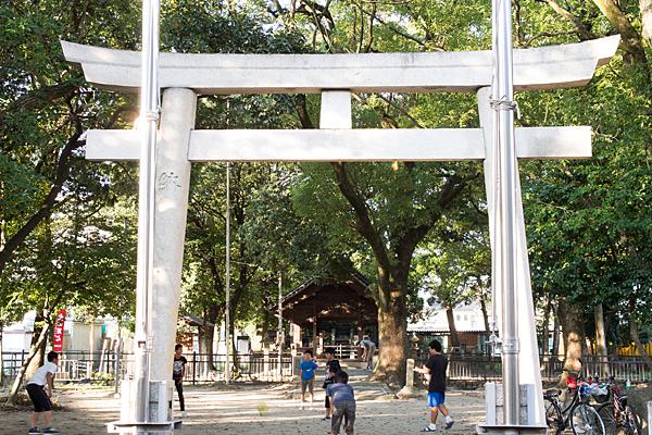 間黒神社と子供たち