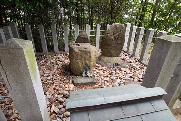 吉根神明社山神石碑