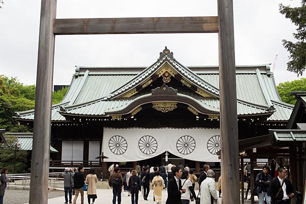 靖国神社三の鳥居と拝殿
