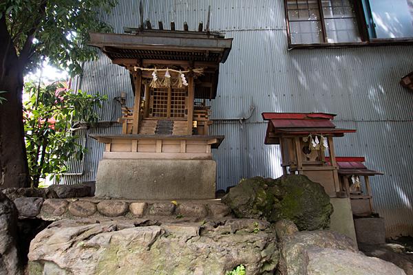 樫ノ木龍神本社と末社