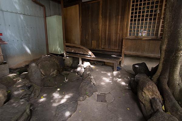 樫ノ木龍神枯れ池と社務所