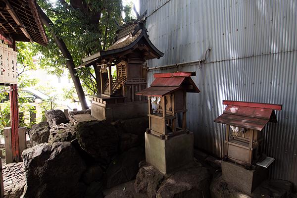 樫ノ木龍神社横から