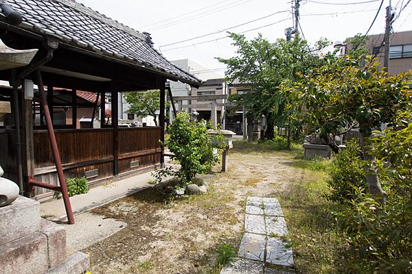 武島天神社境内の風景