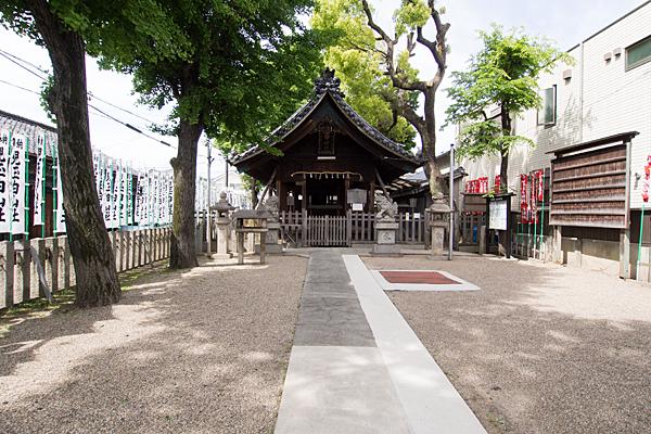 児玉白山社参道と境内と拝殿