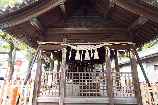 堀越神明社拝殿前