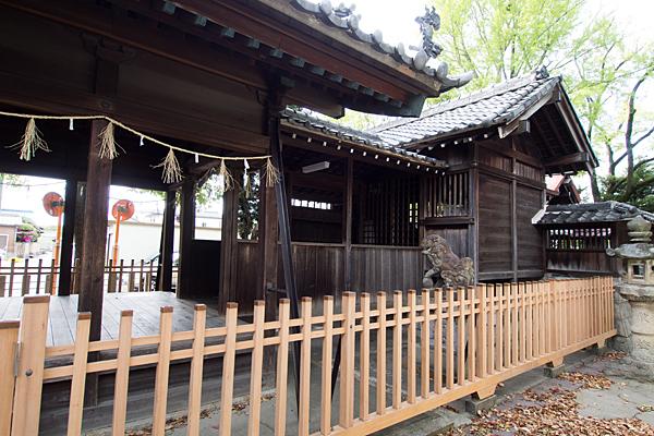 堀越神明社社殿横から
