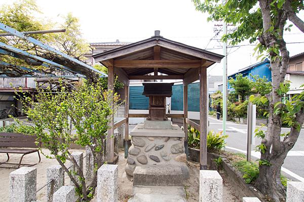 浜田神社正面前
