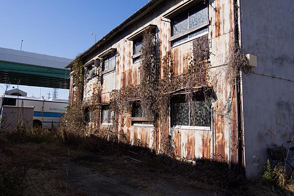 錆びたアパート