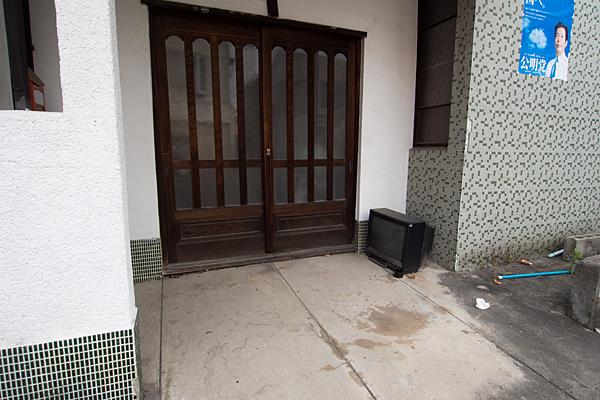 玄関前のブラウン管