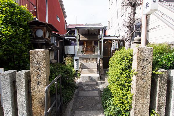 天塚町神明社入り口