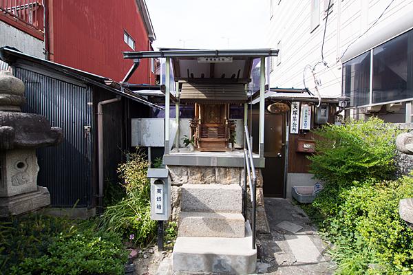 天塚町神明社本社前