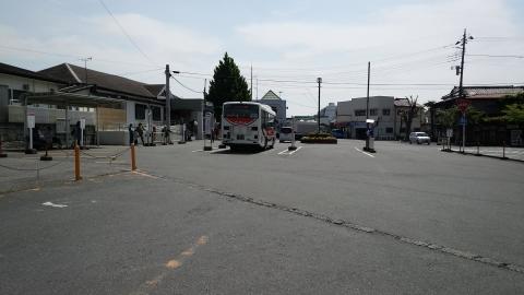 東上線 小川町駅。八高線に乗り換えたことはあるが降りたのは初めて。フツーの田舎の駅前って感じかな~