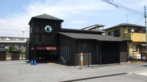 東上線 鉢形駅。レトロな水車小屋を模した建物です。