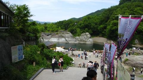 長瀞の岩畳は沢山の観光客で一杯!
