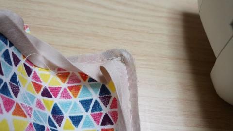 角のバイアステープの縫い方が少し面倒くさい。表に出る方をこの縫い方にした方が良いと学びました・・・。