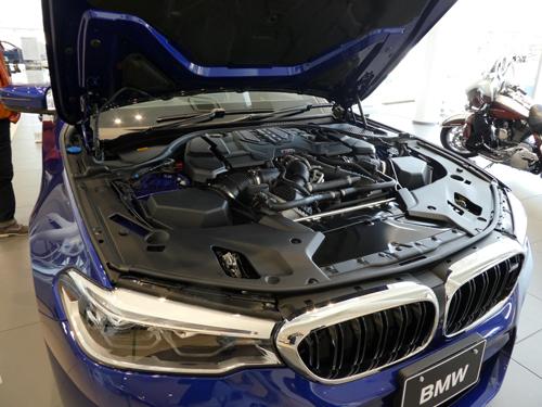 6M5 V8エンジン