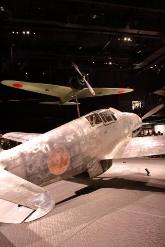 三式戦「飛燕」+十二試艦上戦闘機実物大模型